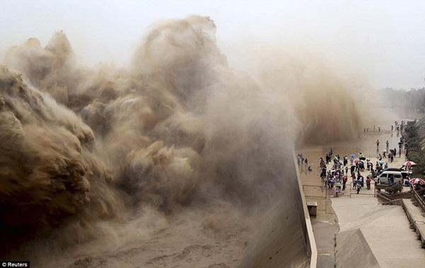 Khung cảnh kỳ vĩ của dòng nước hung bạo bậc nhất thế giới  3