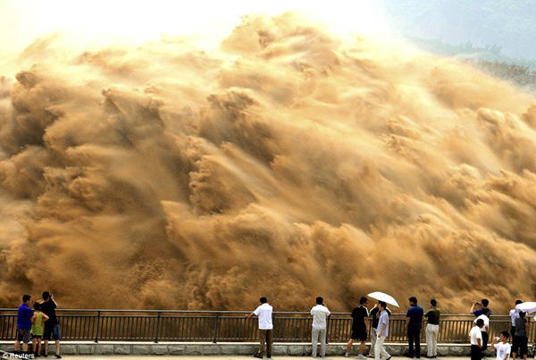 Khung cảnh kỳ vĩ của dòng nước hung bạo bậc nhất thế giới  1