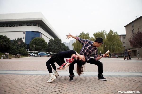 """Thú vị bộ ảnh """"Vũ điệu sân trường"""" của sinh viên Trung Quốc 28"""