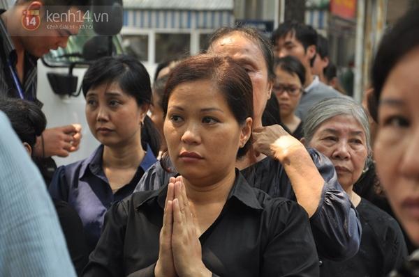 Hết giờ Lễ viếng Quốc tang, nhiều người dân vẫn xếp hàng vào viếng Đại tướng 83