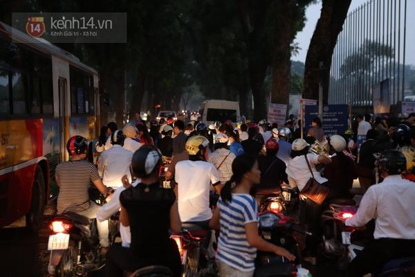 Toàn cảnh hàng trăm nghìn người đến viếng Đại tướng trong ngày cuối cùng 13