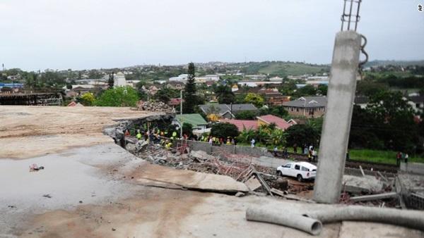 Sập công trình xây dựng trung tâm thương mại, 40 người bị chôn vùi trong đống đổ nát 1