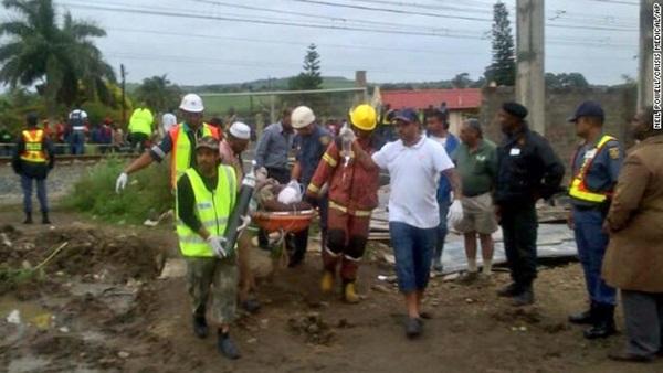 Sập công trình xây dựng trung tâm thương mại, 40 người bị chôn vùi trong đống đổ nát 4