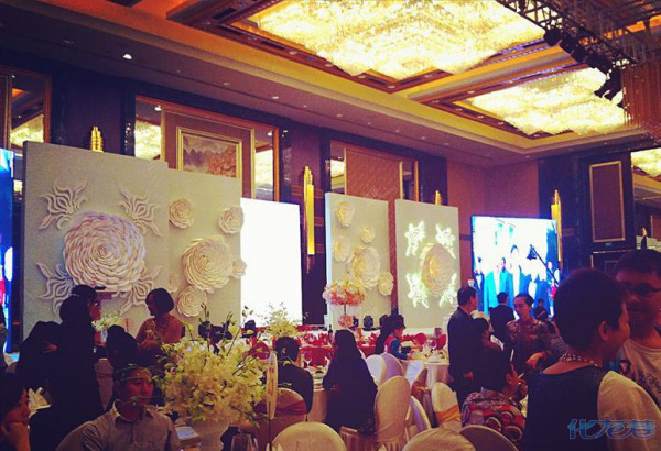 Đại gia tặng iPhone 5s cho quan khách đến dự đám cưới 6