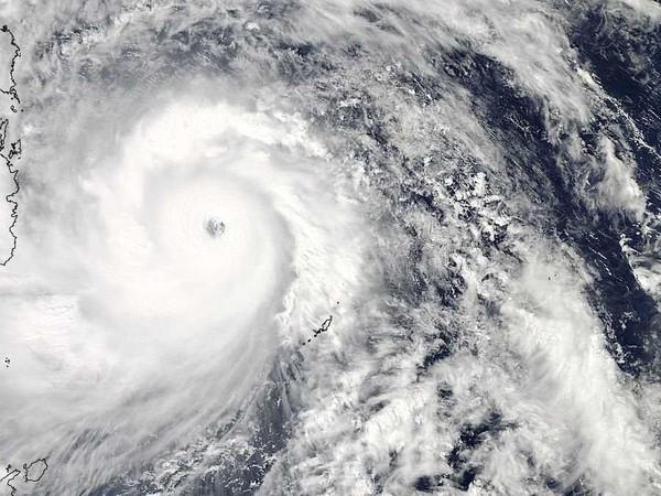 Nhìn lại những hình ảnh không thể nào quên trong siêu bão Haiyan 3