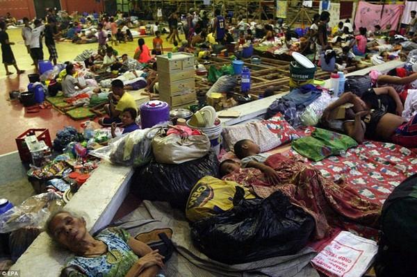 Nhìn lại những hình ảnh không thể nào quên trong siêu bão Haiyan 6