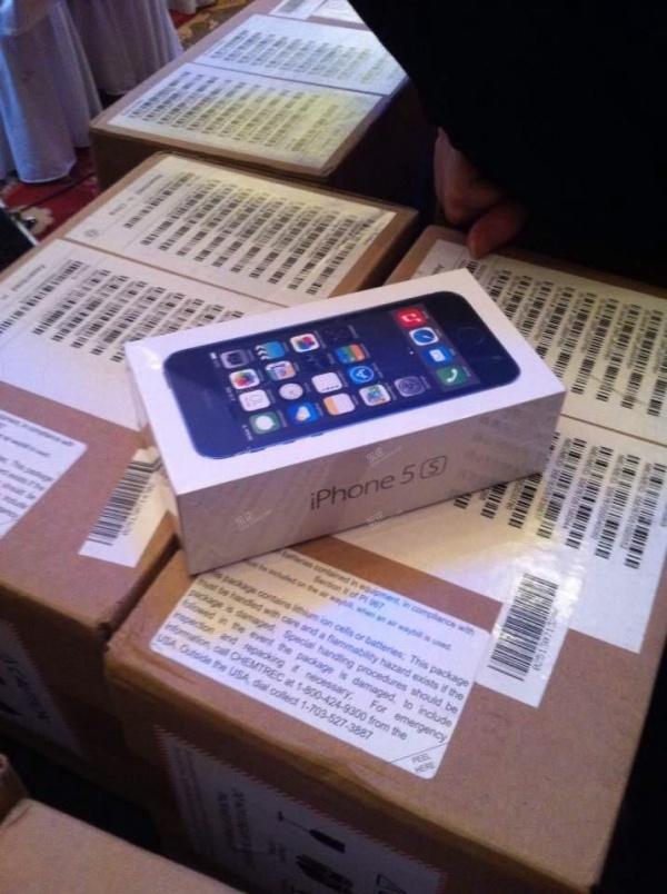 Đại gia tặng iPhone 5s cho quan khách đến dự đám cưới 3
