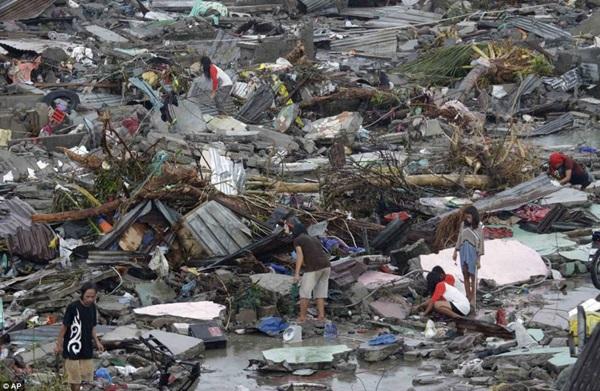 Nhìn lại những hình ảnh không thể nào quên trong siêu bão Haiyan 8