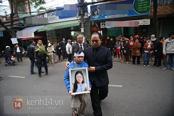 Lễ đưa tang đầy nước mắt của cô gái bị chém và thiêu sống ở Đà Nẵng 4