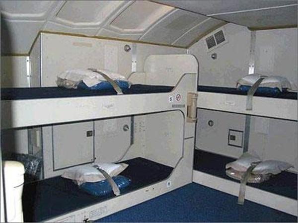 Cận cảnh phòng ngủ trên máy bay của các nữ tiếp viên hàng không 6