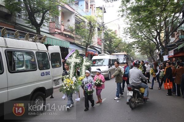 Lễ đưa tang đầy nước mắt của cô gái bị chém và thiêu sống ở Đà Nẵng 1