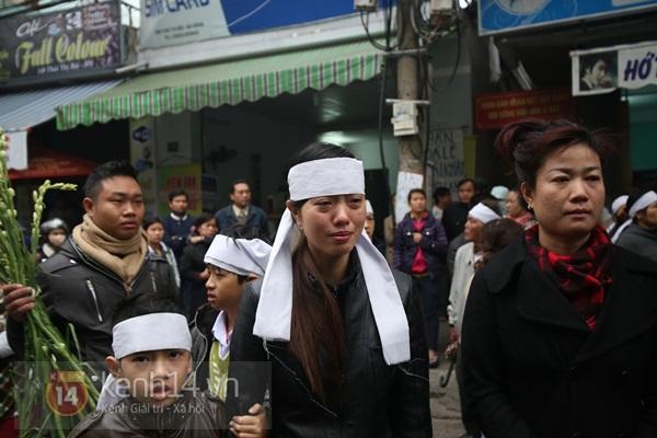 Lễ đưa tang đầy nước mắt của cô gái bị chém và thiêu sống ở Đà Nẵng 9
