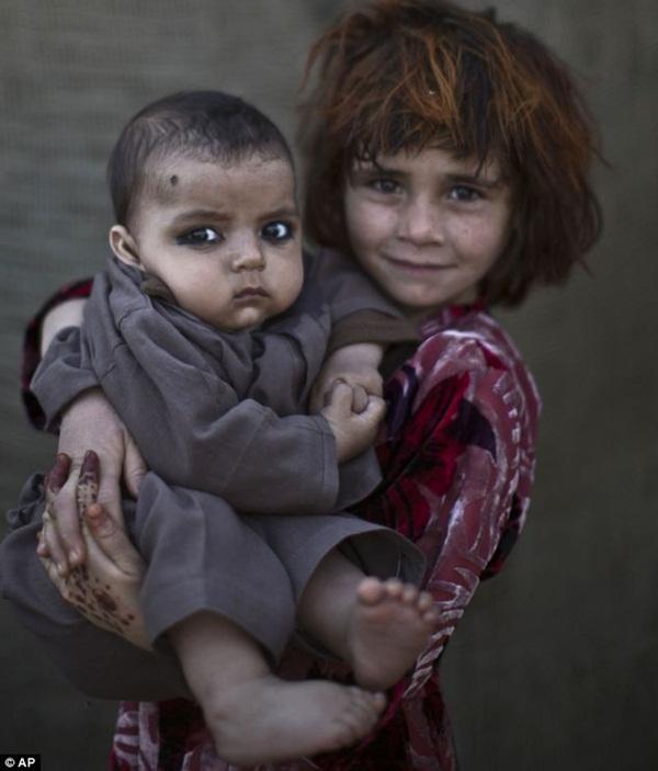 Gương mặt lấm lem của những đứa trẻ tha hương 3