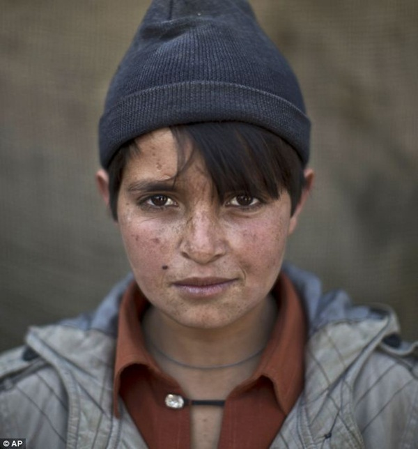 Gương mặt lấm lem của những đứa trẻ tha hương 6
