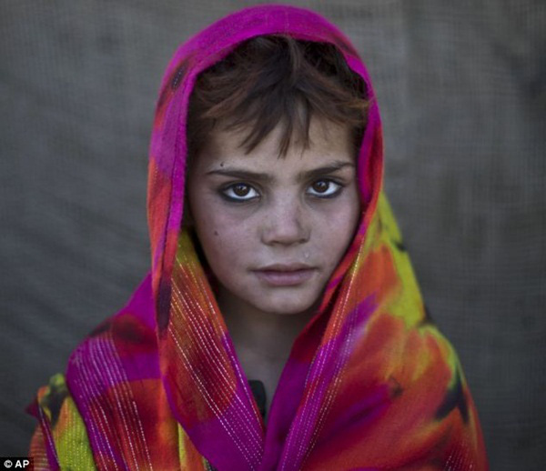 Gương mặt lấm lem của những đứa trẻ tha hương 8