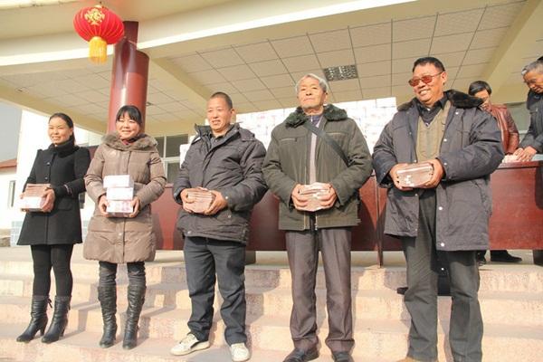 Bức tường tiền dài 2m, nặng 156kg gây xôn xao cộng đồng mạng Trung Quốc 7