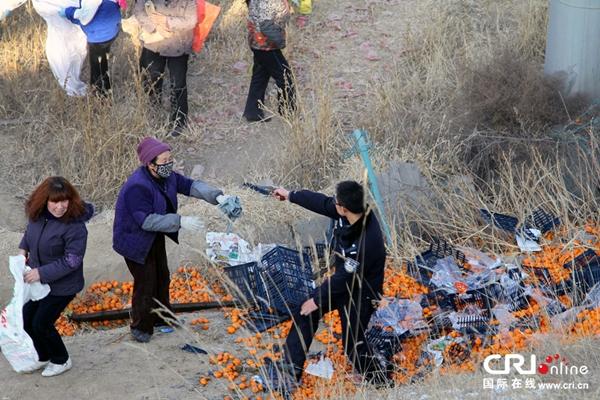 Trung Quốc: Cảnh sát dùng súng ngăn chặn người hôi của 1