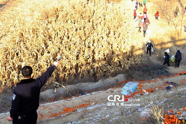 Trung Quốc: Cảnh sát dùng súng ngăn chặn người hôi của 3