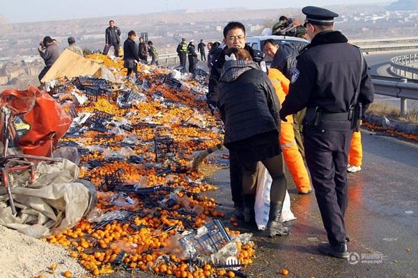 Trung Quốc: Cảnh sát dùng súng ngăn chặn người hôi của 7