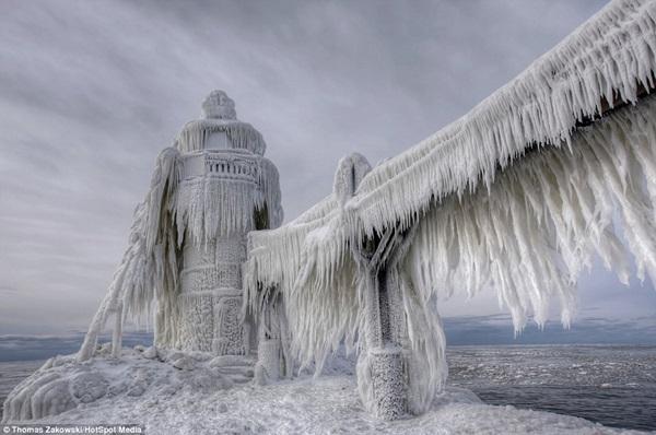 """Nước Mỹ """"đóng băng"""" trong cái lạnh -50 độ C 1"""