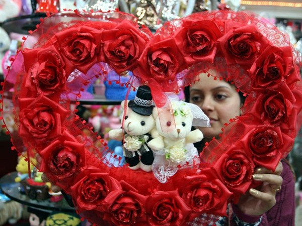 Rộn ràng ngày lễ tình nhân khắp thế giới 10