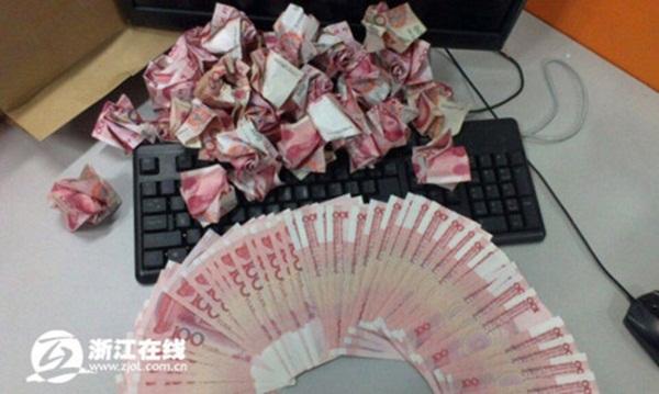 Cầu hôn bạn gái với 999 bông hồng bằng tiền có giá 700 triệu đồng 3