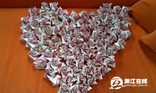 Cầu hôn bạn gái với 999 bông hồng bằng tiền có giá 700 triệu đồng 6