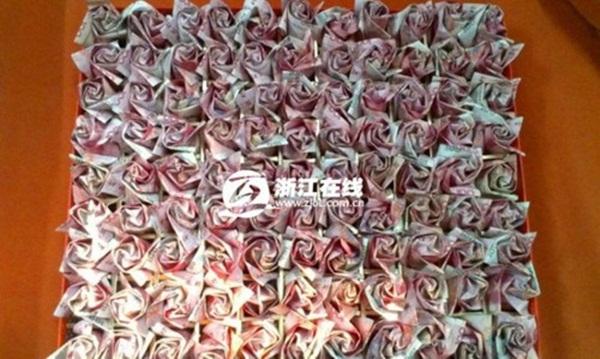 Cầu hôn bạn gái với 999 bông hồng bằng tiền có giá 700 triệu đồng 7