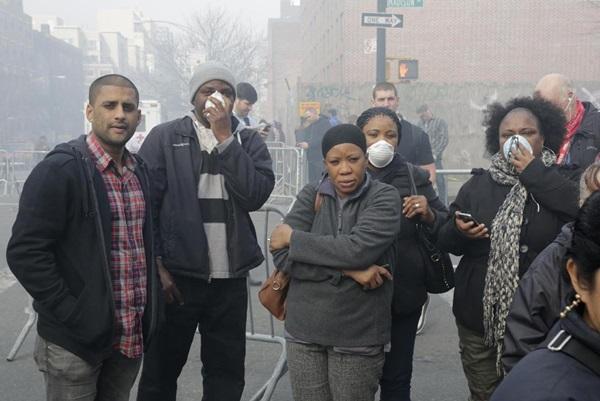 Nổ lớn ở chung cư New York, nhiều người bị hất văng ra ngoài cửa 20