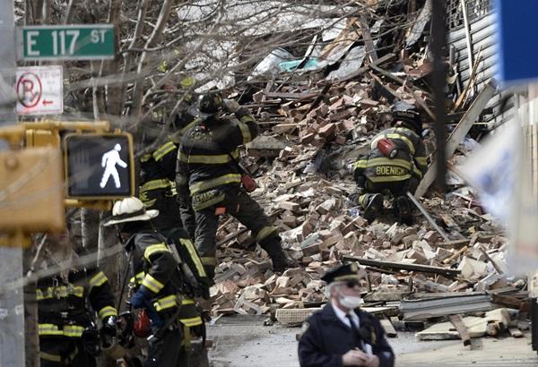 Nổ lớn ở chung cư New York, nhiều người bị hất văng ra ngoài cửa 1