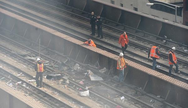 Nổ lớn ở chung cư New York, nhiều người bị hất văng ra ngoài cửa 3