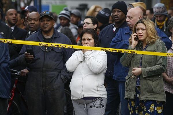 Nổ lớn ở chung cư New York, nhiều người bị hất văng ra ngoài cửa 8