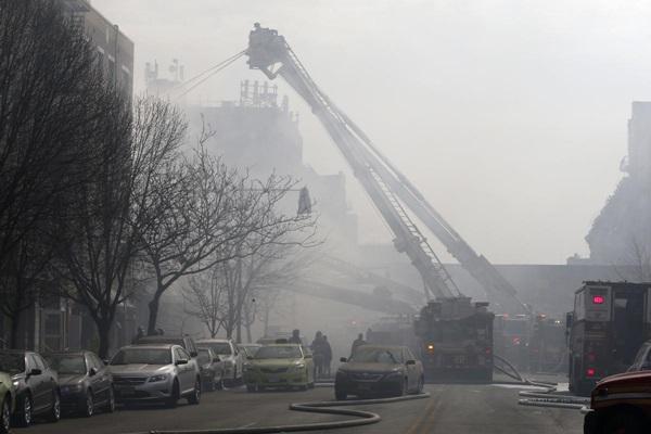 Nổ lớn ở chung cư New York, nhiều người bị hất văng ra ngoài cửa 9