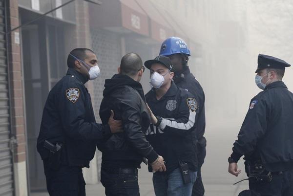 Nổ lớn ở chung cư New York, nhiều người bị hất văng ra ngoài cửa 10