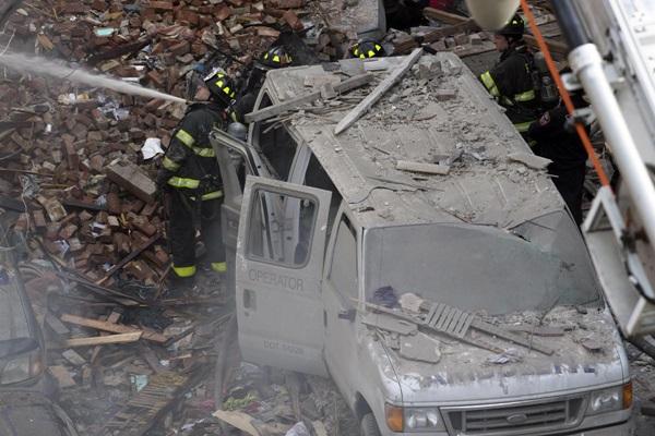 Nổ lớn ở chung cư New York, nhiều người bị hất văng ra ngoài cửa 15