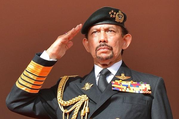 Quốc vương Brunei bảo vệ luật ném đá, cắt tay chân và hành hình tội phạm 1