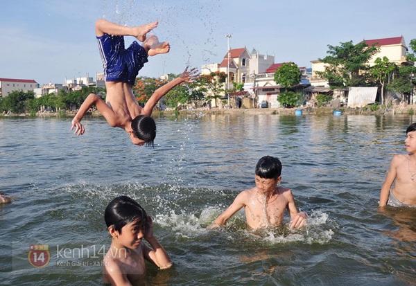 Hà Nội: Cả làng bơm nước ao tù để dùng làm nước sinh hoạt hàng ngày 10