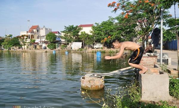 Hà Nội: Cả làng bơm nước ao tù để dùng làm nước sinh hoạt hàng ngày 8