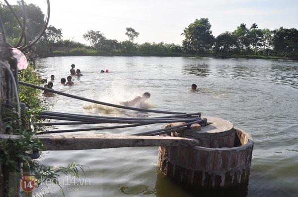 Hà Nội: Cả làng bơm nước ao tù để dùng làm nước sinh hoạt hàng ngày 9