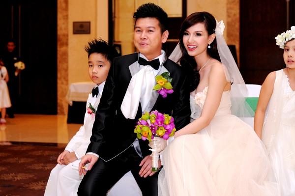 Tròn mắt trước dàn siêu xe rước dâu hoành tráng của đám cưới sao Việt 25