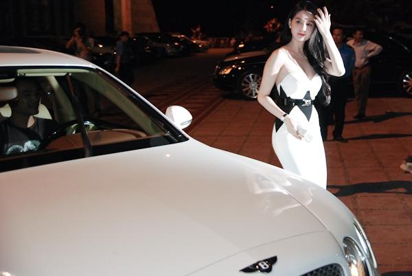 Tròn mắt trước dàn siêu xe rước dâu hoành tráng của đám cưới sao Việt 6