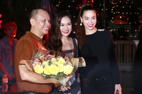 """Hà Hồ """"cực manly"""" trong tiệc mừng chiến thắng của Giang Hồng Ngọc 2"""
