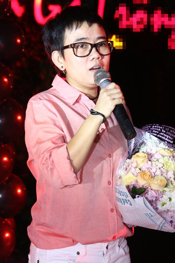 """Hà Hồ """"cực manly"""" trong tiệc mừng chiến thắng của Giang Hồng Ngọc 7"""