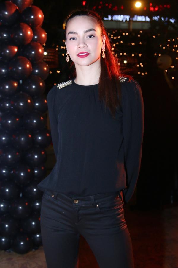 """Hà Hồ """"cực manly"""" trong tiệc mừng chiến thắng của Giang Hồng Ngọc 4"""