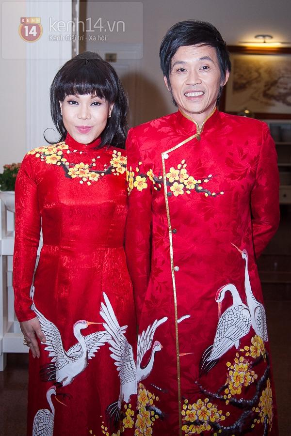 """Hoài Linh, Việt Hương """"đại náo thảm đỏ"""" bằng cặp áo dài độc đáo 4"""