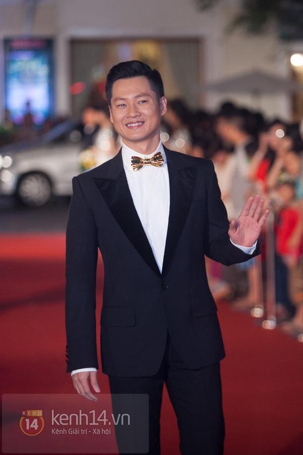 """Hoài Linh, Việt Hương """"đại náo thảm đỏ"""" bằng cặp áo dài độc đáo 15"""