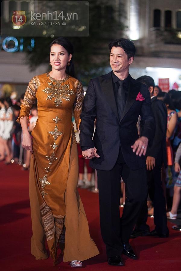 """Hoài Linh, Việt Hương """"đại náo thảm đỏ"""" bằng cặp áo dài độc đáo 10"""