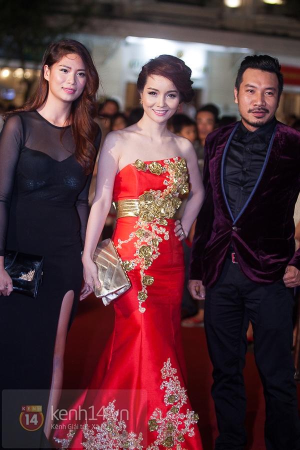 """Hoài Linh, Việt Hương """"đại náo thảm đỏ"""" bằng cặp áo dài độc đáo 11"""