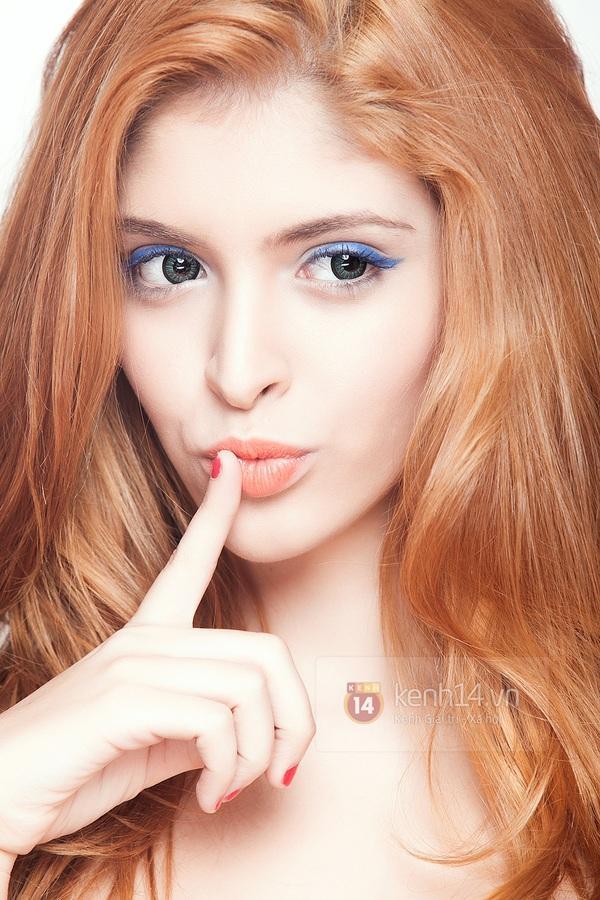 Make up với eyeliner xanh dương mát mẻ cho kì nghỉ trên biển 2