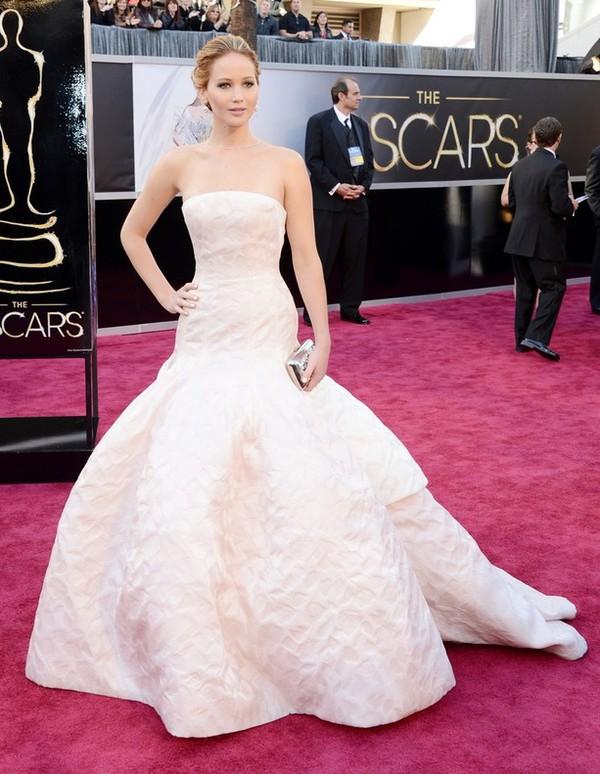 """""""Argo"""" vô địch Oscar, Nữ chính xuất sắc vấp ngã khi lên nhận giải 5"""
